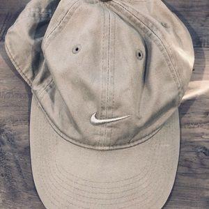 Nike nude hat